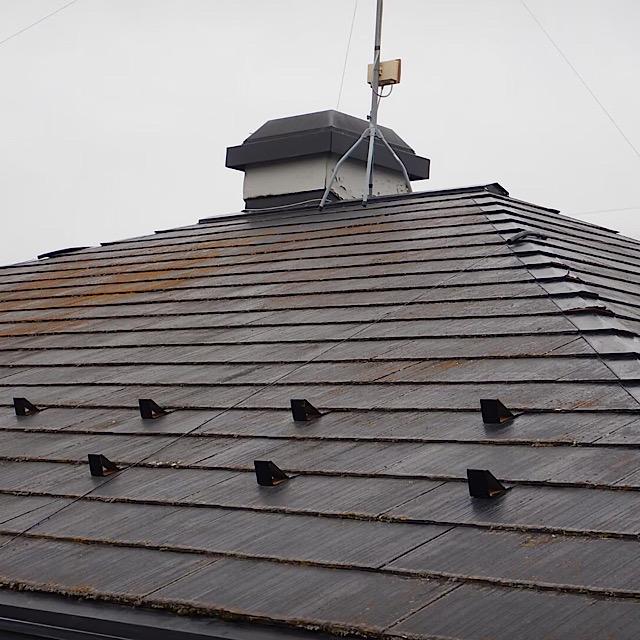 スレート屋根にコケ発生