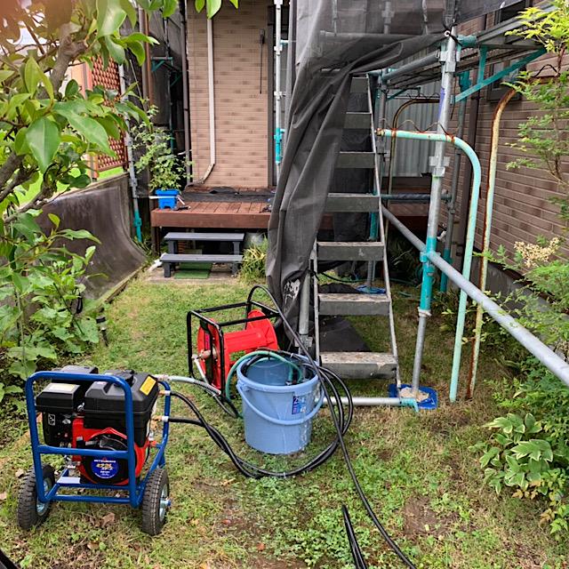 外壁塗装工事の高水圧洗浄機