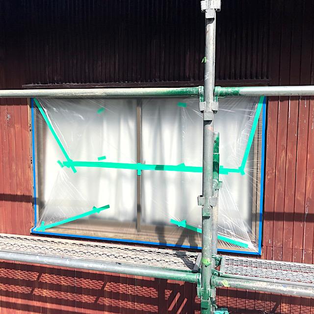 外壁塗装で窓の周りを養生
