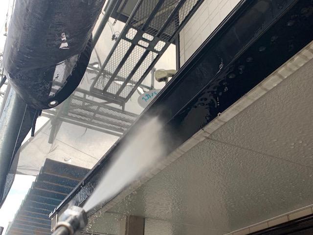 汚れを落とす高圧洗浄