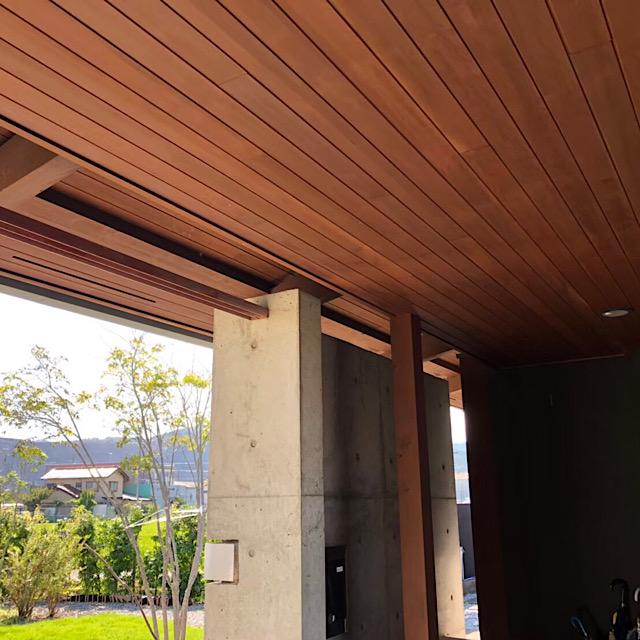 玄関の木部天井塗装