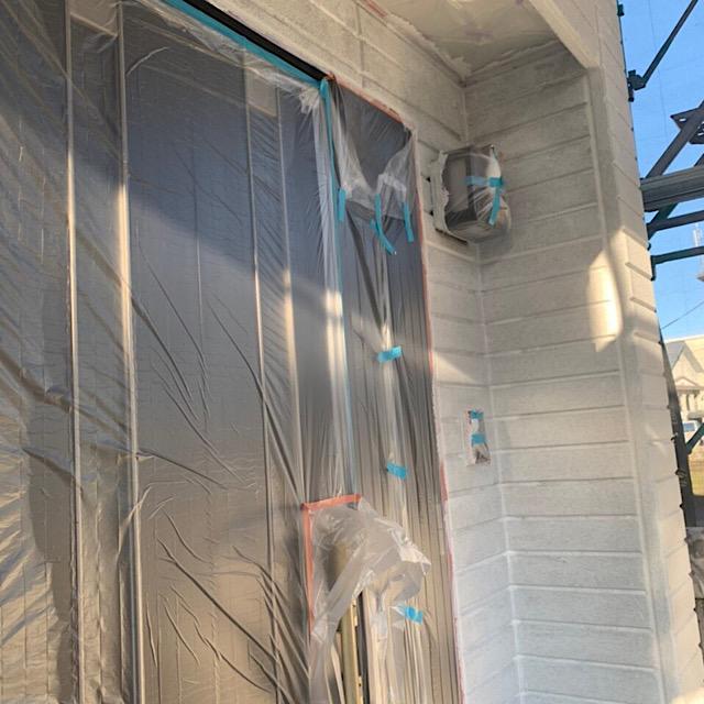 玄関周りの塗装工事養生