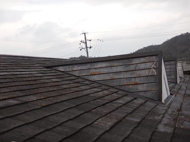 劣化しているスレート屋根