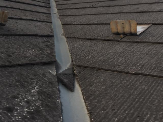カラーベストの屋根が劣化しかけている写真