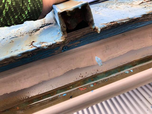 ボロボロの板金屋根