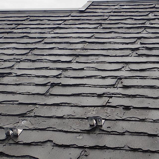 屋根が劣化している様子