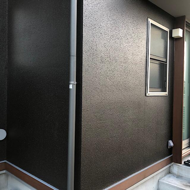 安八郡神戸町で外壁塗装材料は濃いめの色