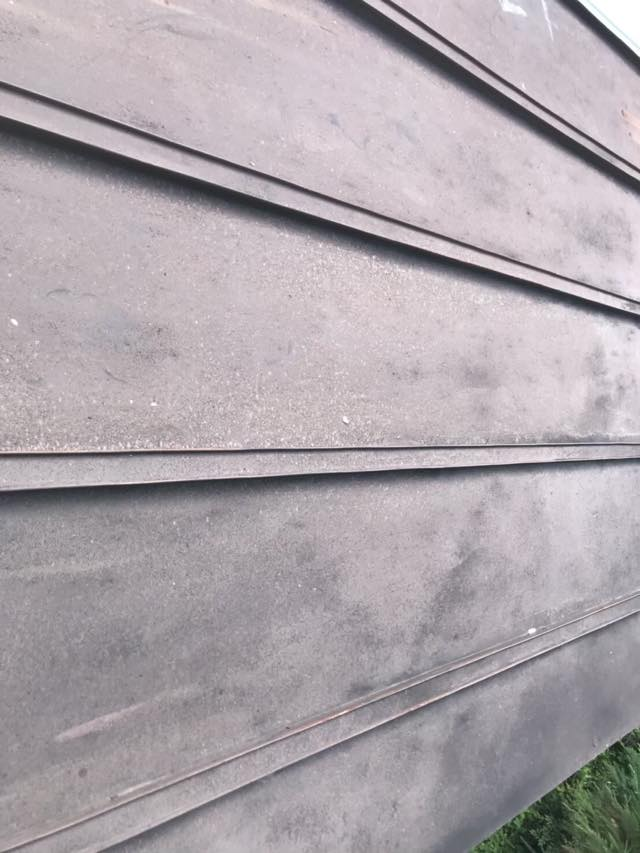 塗装前の瓦棒屋根