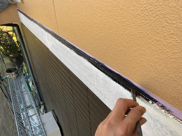 刷毛で帯の塗装