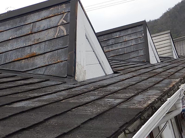 ボロボロなスレート屋根