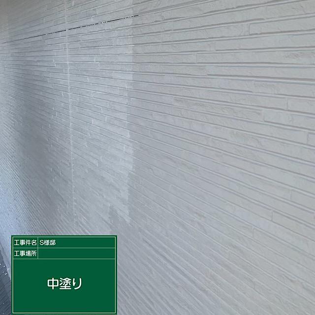 外壁塗装工事 ガイナ中塗り