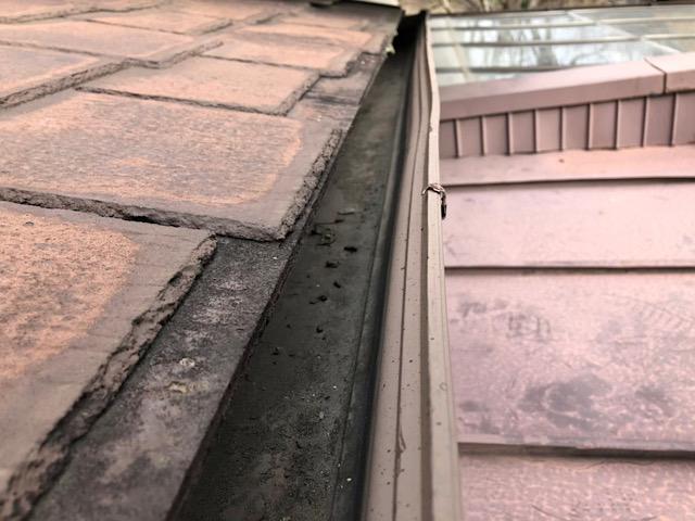 屋根がボロボロ
