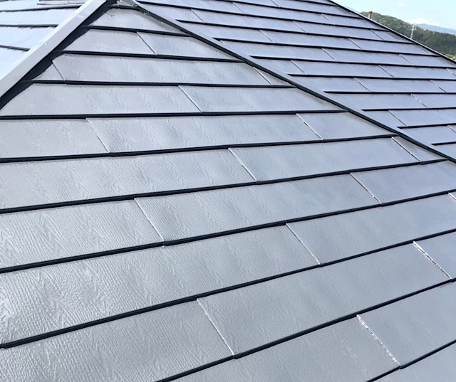 屋根上塗り中