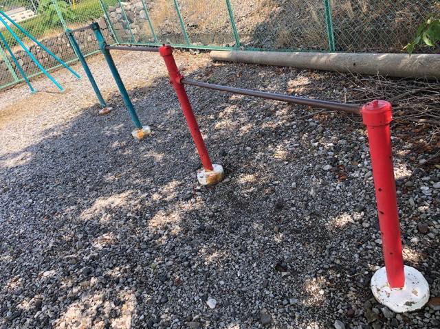 施工前の鉄棒