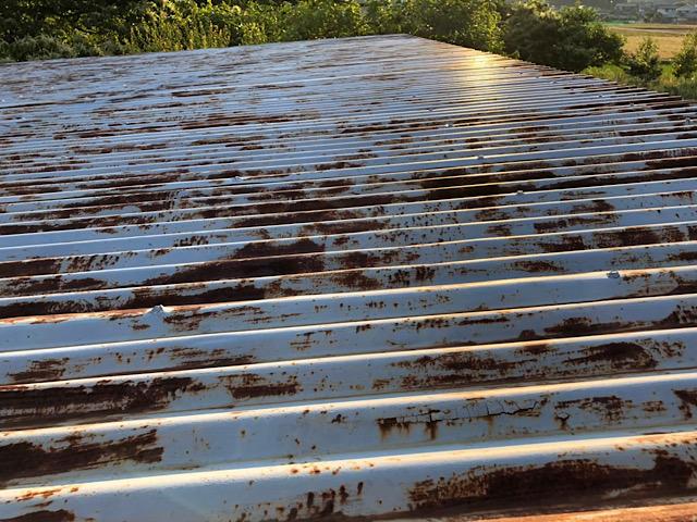 トタン屋根の塗膜剥がれ