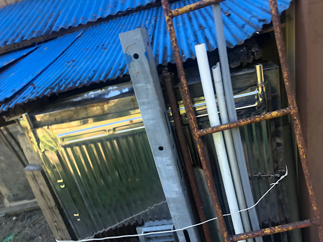 車庫の屋根のサビはじめ