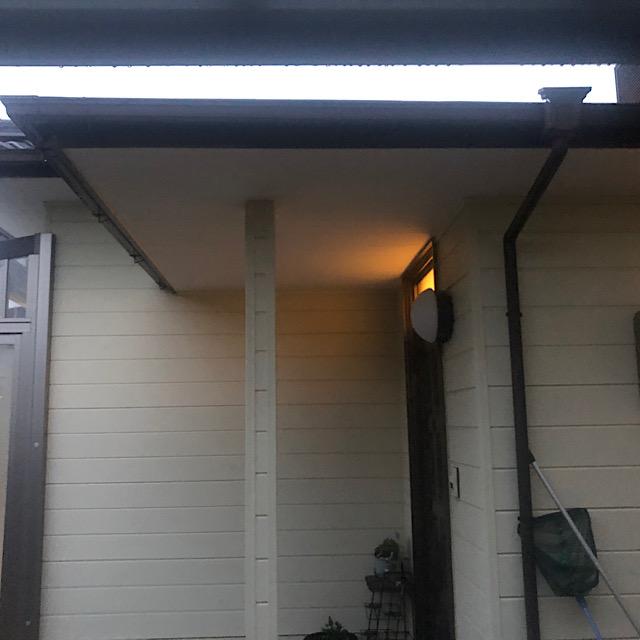 玄関の塗装工事前の写真