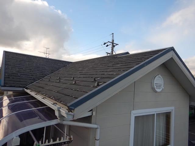 スレート屋根の塗膜ボロボロ
