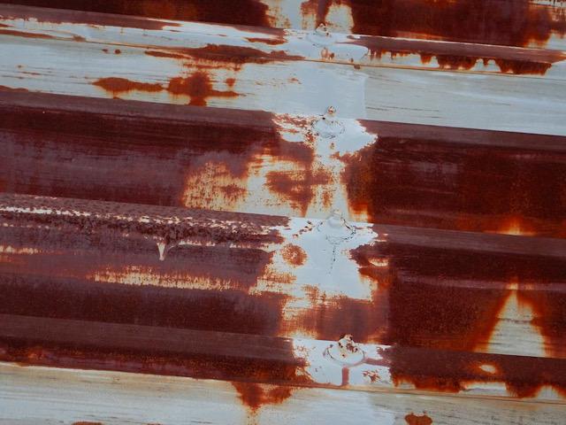 さびた折板屋根