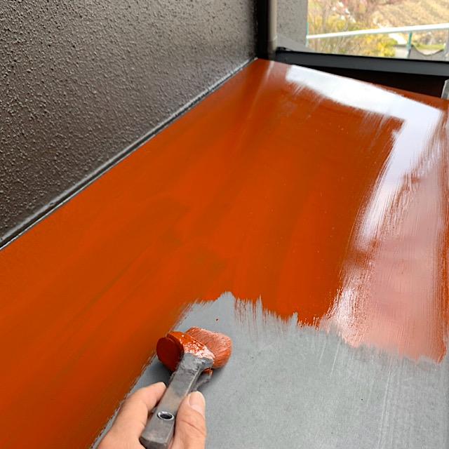 安八郡神戸町で庇部分を下塗り