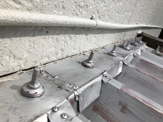 折板屋根の金具