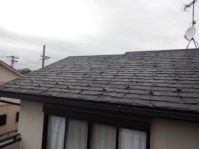黒いスレート屋根
