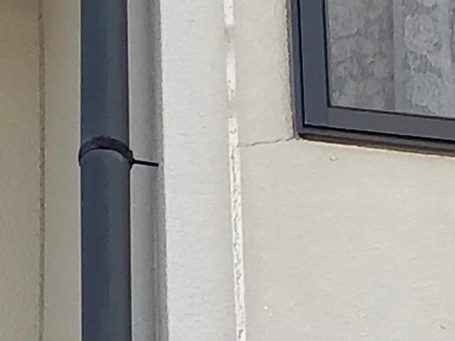 窓際にクラック発見