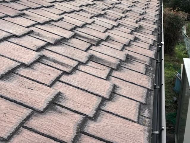 周りが黒くなったスレート屋根
