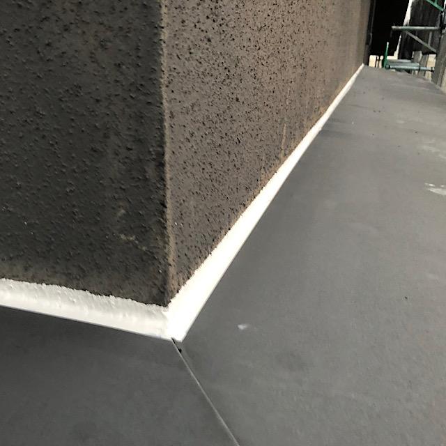 安八郡神戸町で外壁塗装の庇をシーリング