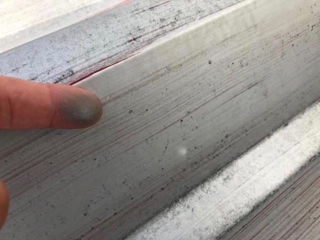 折板屋根のチョーキング現象
