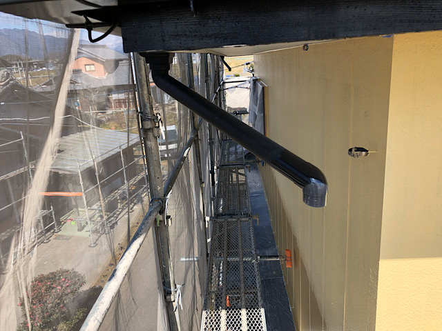 外壁塗装工事の時に雨樋を外して塗装