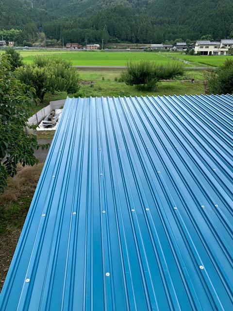 きれいな青色の屋根板金