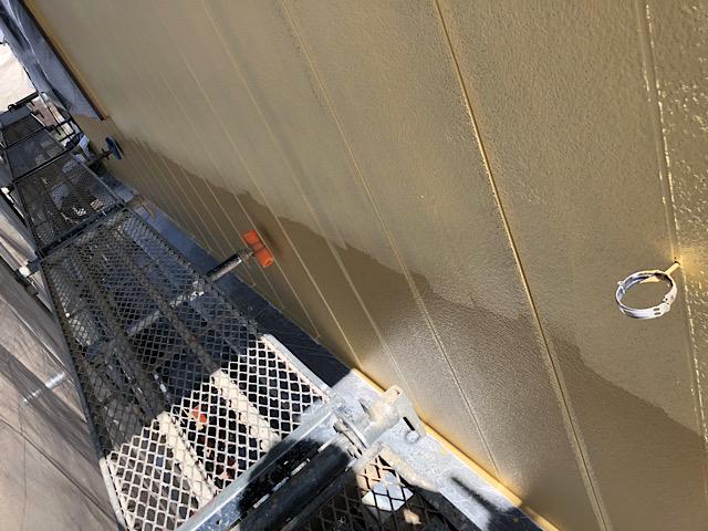 外壁塗装工事の下塗りの写真