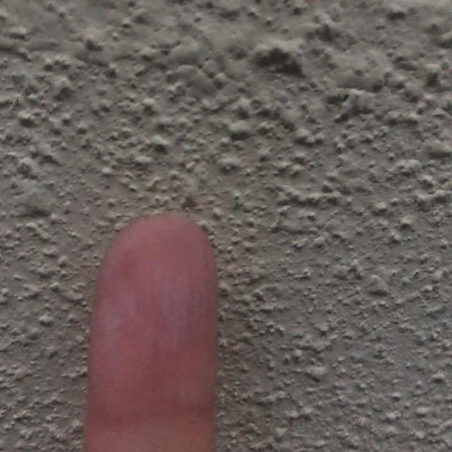 外壁塗装工事の現場調査でチョーキング