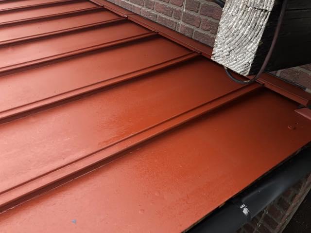 サビ止めを塗った瓦棒屋根