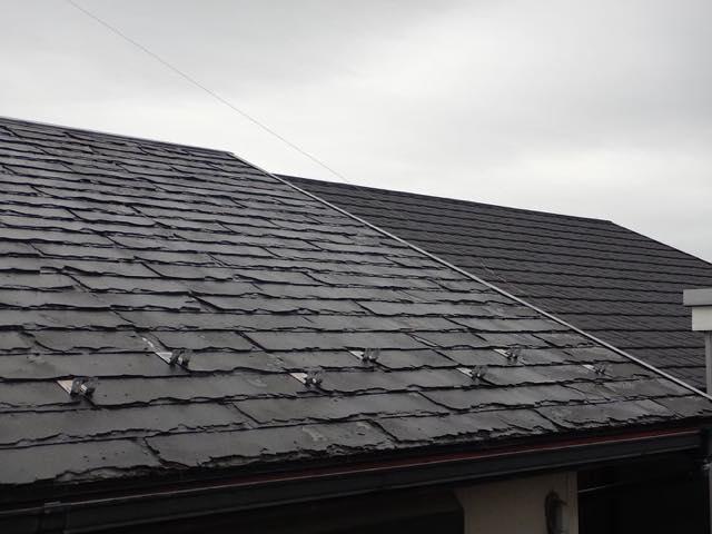 ボロボロに剥がれた屋根