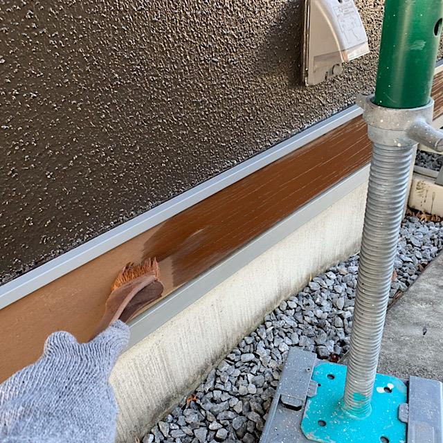 安八郡神戸町で水切り下の部分を木部塗装