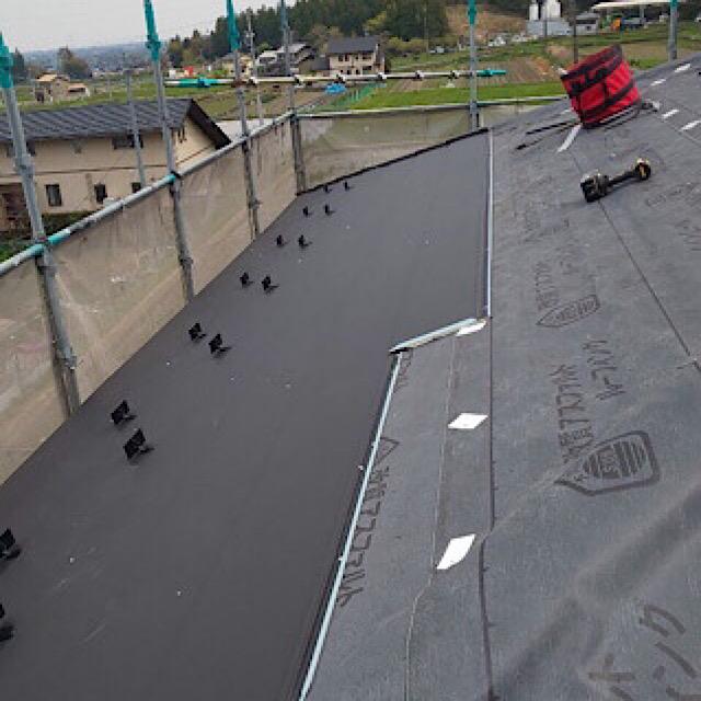 防水シートを貼りカバー工法