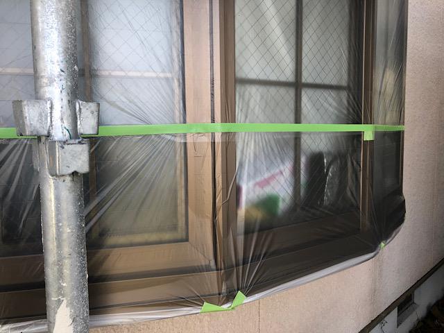 池田町で外壁塗装前に出窓を養生