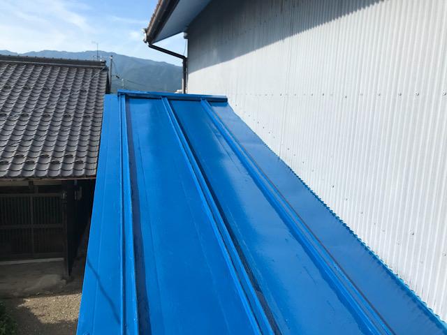 瓦棒屋根塗装の完成写真