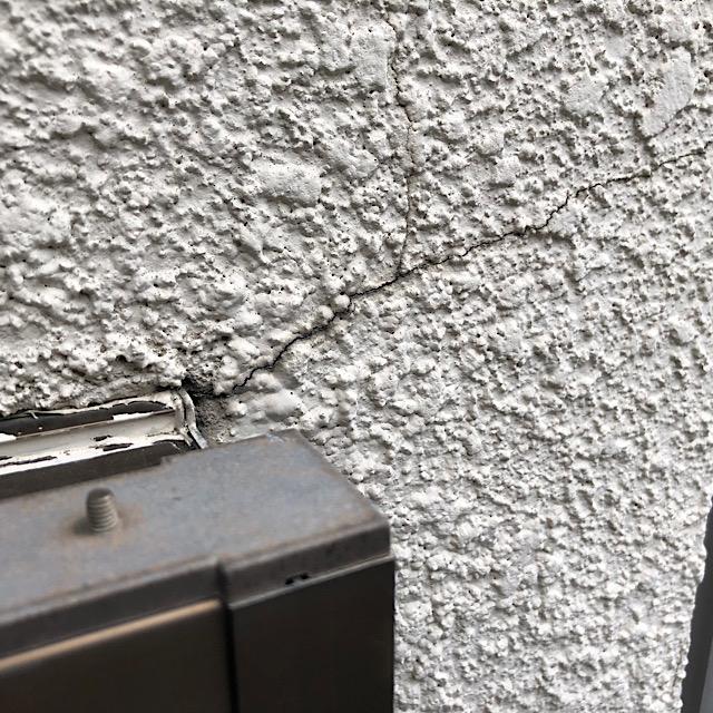 外壁塗装工事の現場調査でクラック発見