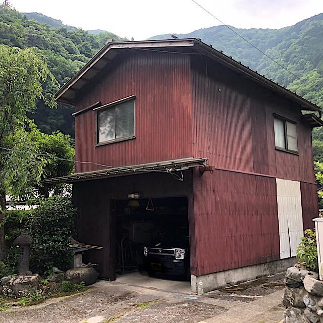 車庫の劣化した板金を塗装工事
