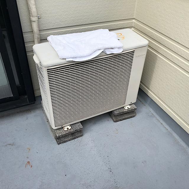 ベランダのエアコン室外機
