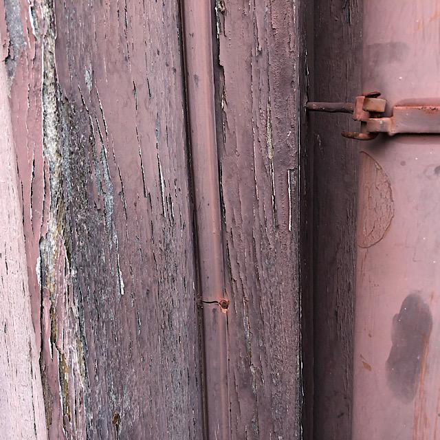 木部の部分から塗装が剥がれてしまった