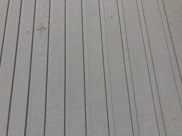 外壁が色あせしている