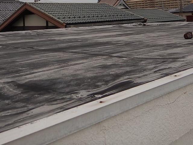 屋上全体が真っ黒に
