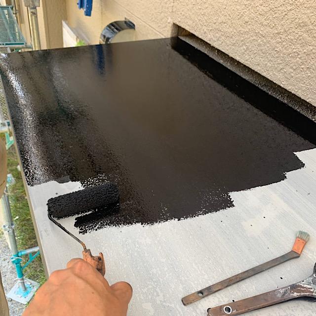 玄関庇塗装ローラー