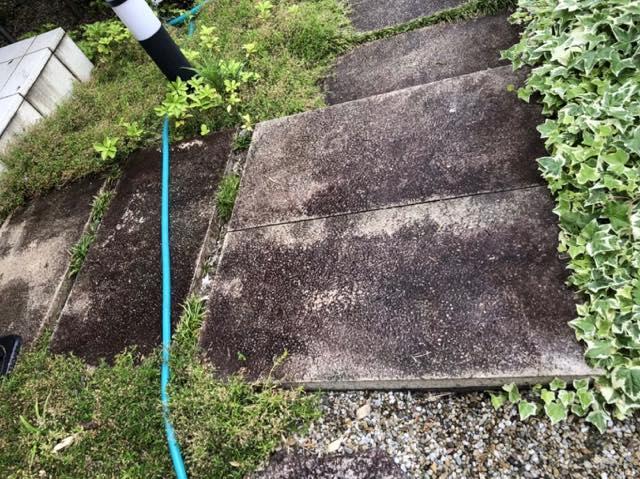 汚れた石畳