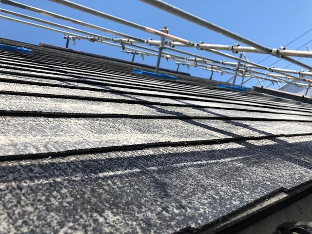 施工前の塗装が剥がれた屋根