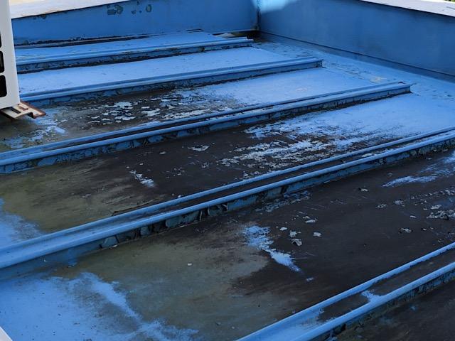 汚れた屋根